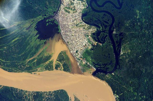 nasa-satellite-image-of-iquitos-within-the-amazon-rain-forest-in-peru-e1544802179895